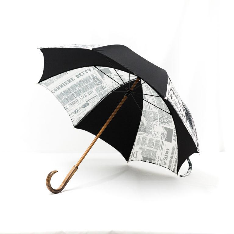 Parapluie droit imprimé journal noir
