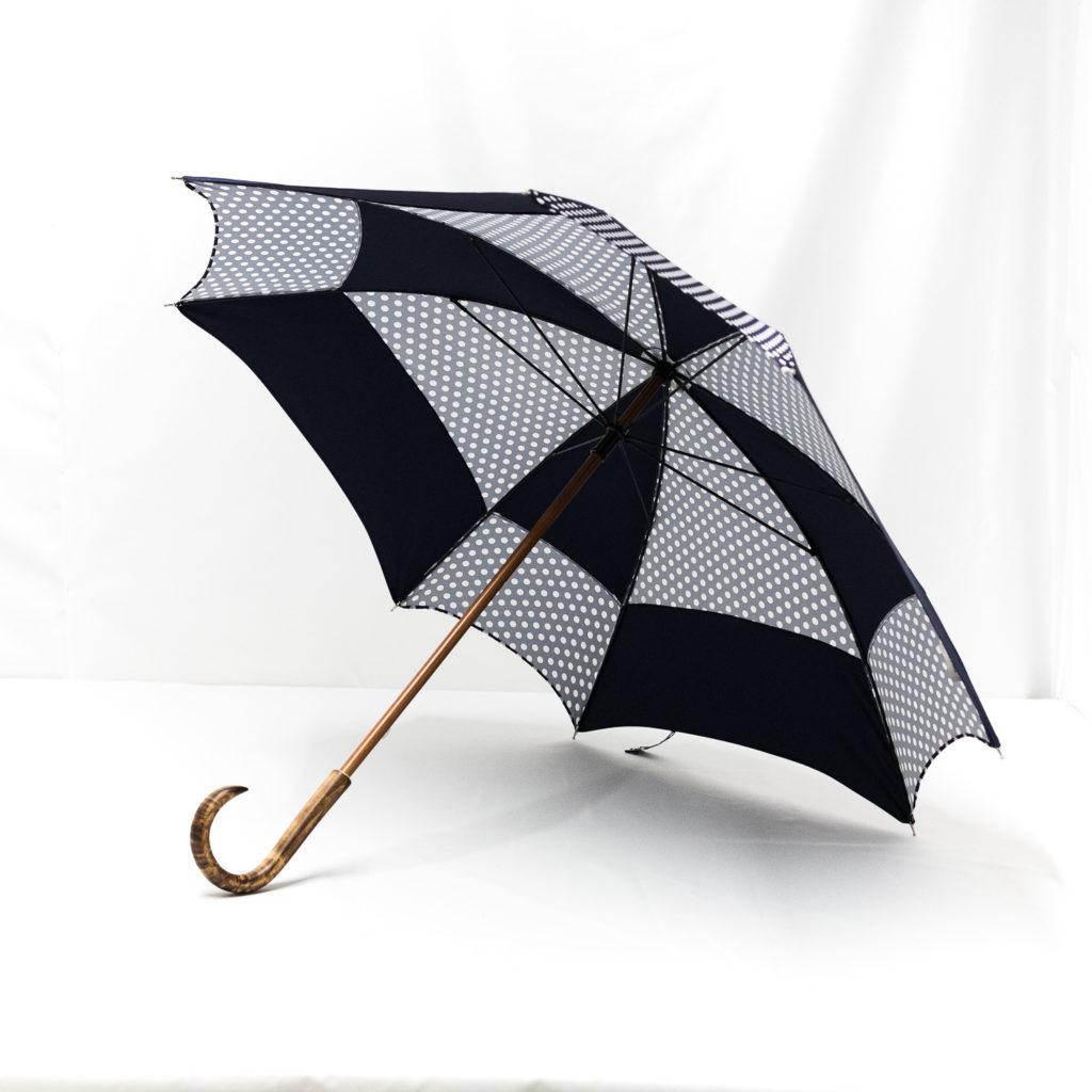 Parapluie carré à pois bleus
