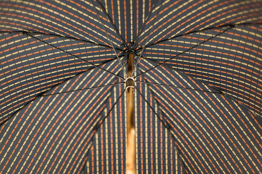 Parapluie de marche tissé rayures colorées