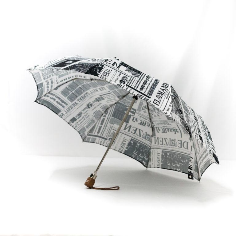 Parapluie pliant imprimé journal
