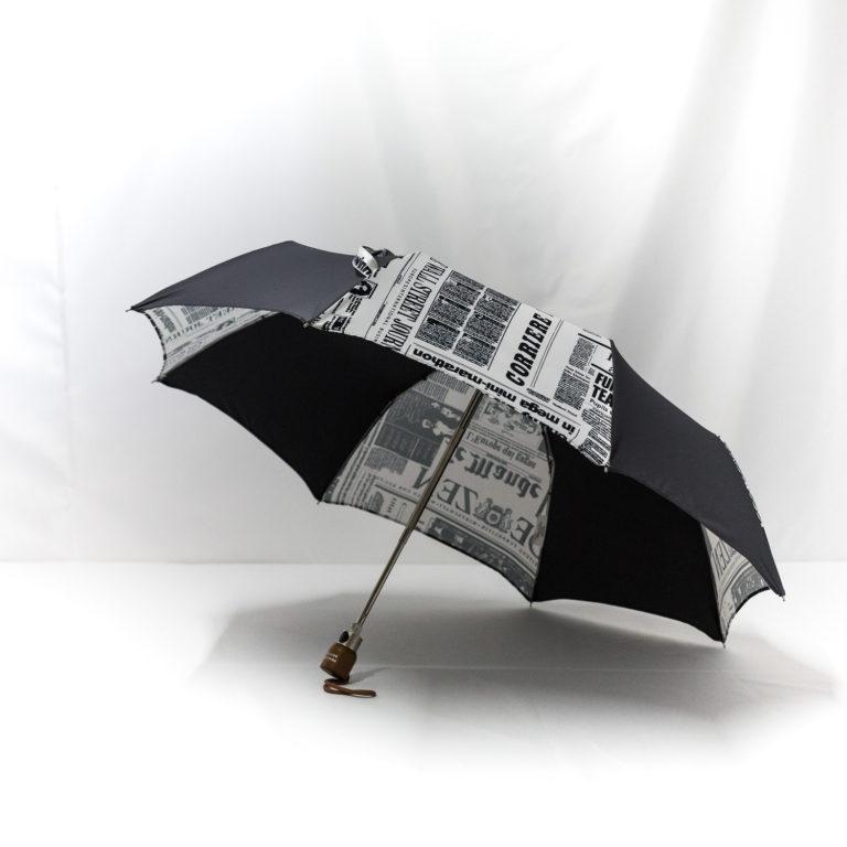 Parapluie pliant imprimé journal gris